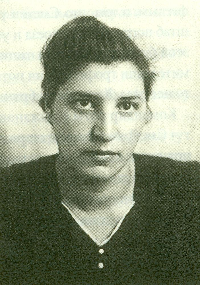 Jüdische Frauen und Kinder aus Ungarn unmittelbar nach ihrer Ankunft ...